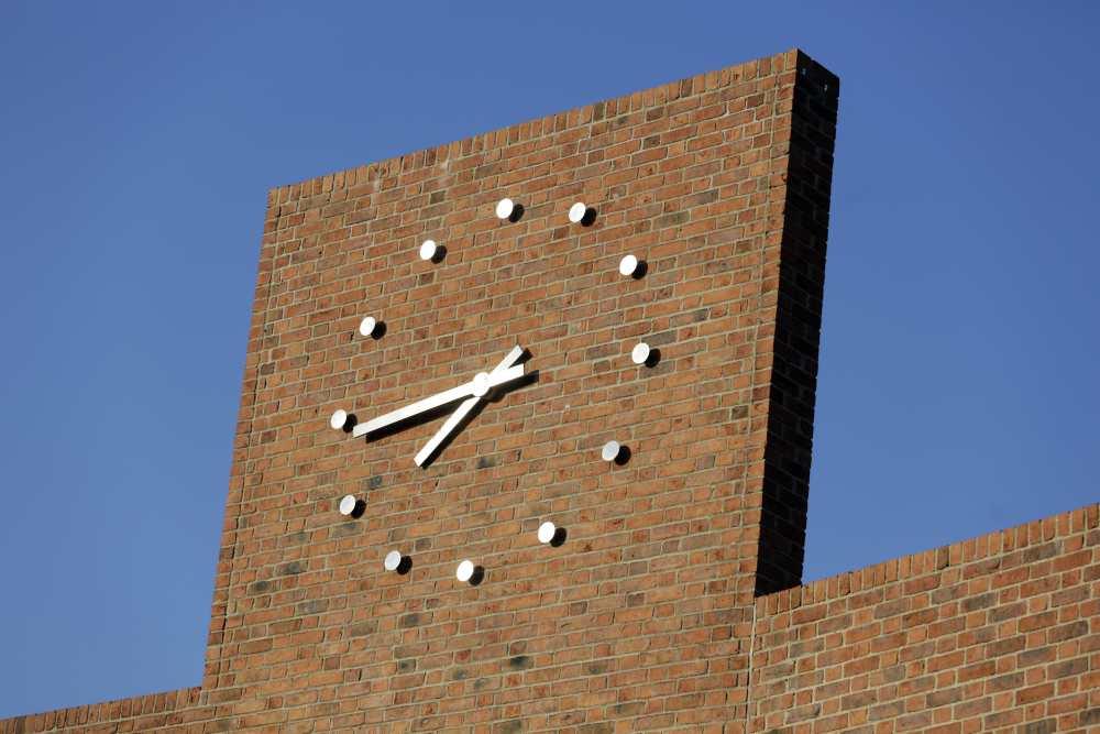 Franlkin Courtyard Building Clock - Jembuild
