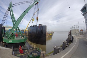 Pictures: www.DaveMoss.com 07977516933 Jembuild Paul Barker and Simon Cole at Immingham Dock Gates lift ABP